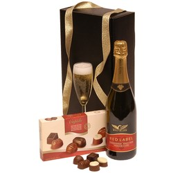 View a larger, more detailed picture of the Chocolate & Fizz Hamper